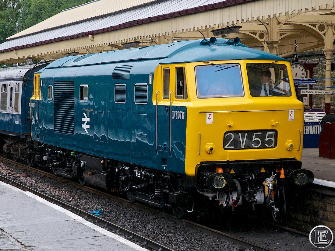 """D7076, """"Class 35"""", Hymek"""