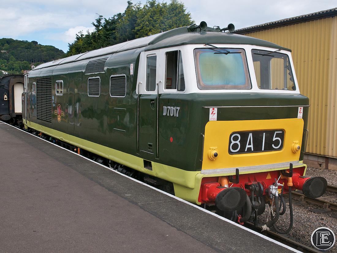 """D7017, """"Class 35"""", Hymek"""